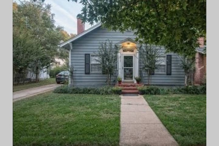 Urban Getaway, 2 Blocks from OU & Campus WH - Norman - House