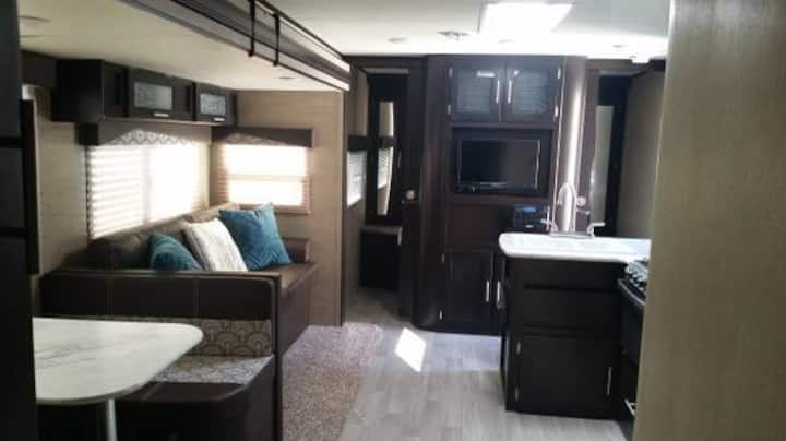 Luxury camping trailer for rent! Can deliver!!