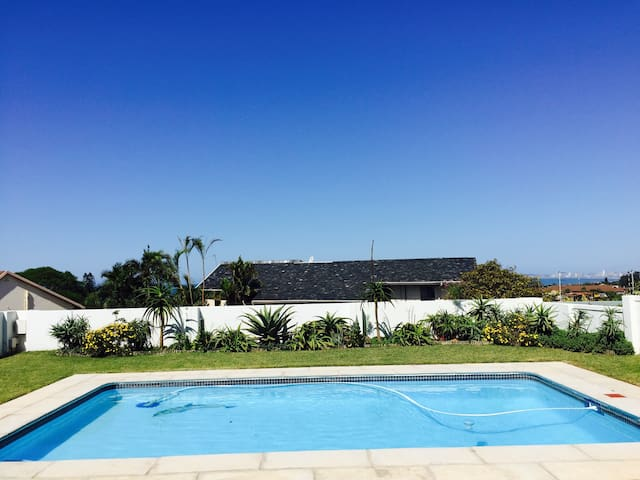 La Lucia-4 bedrooms,sea views &pool - Umhlanga - Casa
