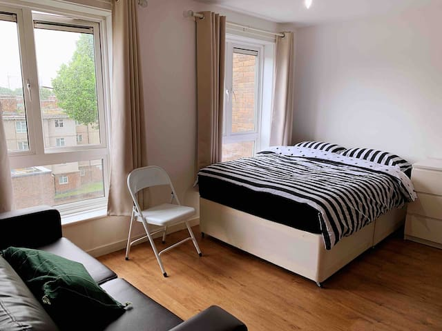 Shared Flat with Double Bed near Kings Cross