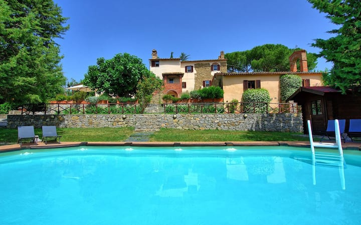 Charming villa with pool in Umbria near Tuscany