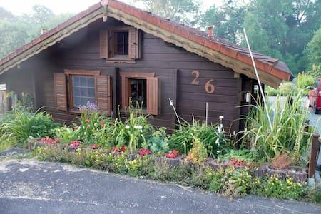 Blockbohlenhaus mit Garten am Elm - Räbke - Casa