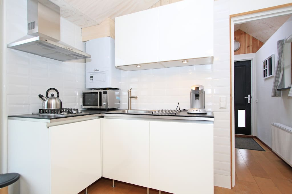 our bright and shiny kitchen with combi microwave, senseo coffee machine, toaster and fully equipped
