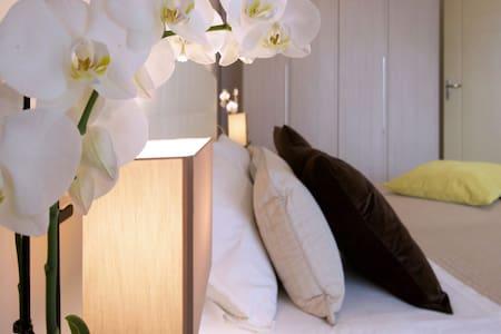 Trilocale Comfort - una suite dal design esclusivo - Cinisello Balsamo