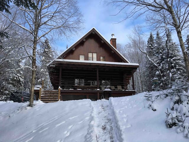 NEAR TREMBLANT COZY COTTAGE BEST WINTER EXPERIENCE