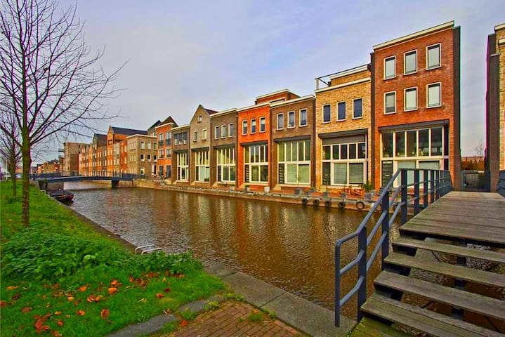 Q House: Cool Dutch River Townhouse - Amersfoort - Rumah