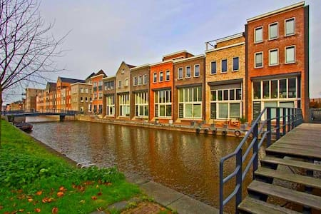 Q House: Cool Dutch River Townhouse - Amersfoort - Casa