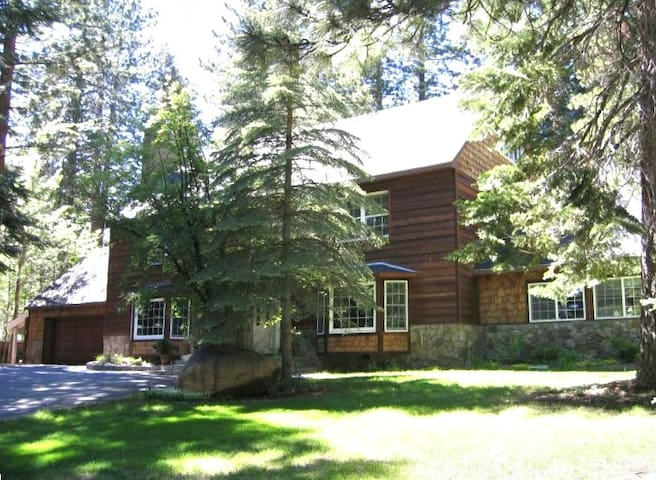 5 Bedroom  Home --sleeps 16 - Incline Village - Ev