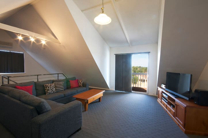 Quiet, spacious home near Midland and Perth Hills.