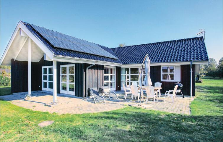 Holiday cottage with 3 bedrooms on 120 m² in Gørlev