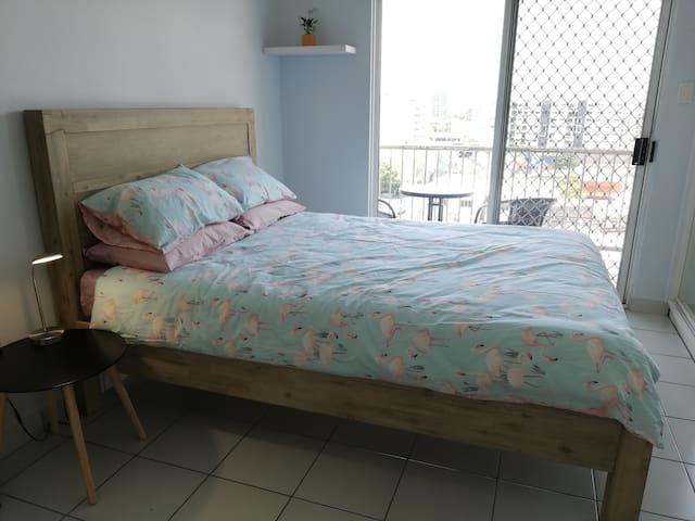 Comfortable queen bed.