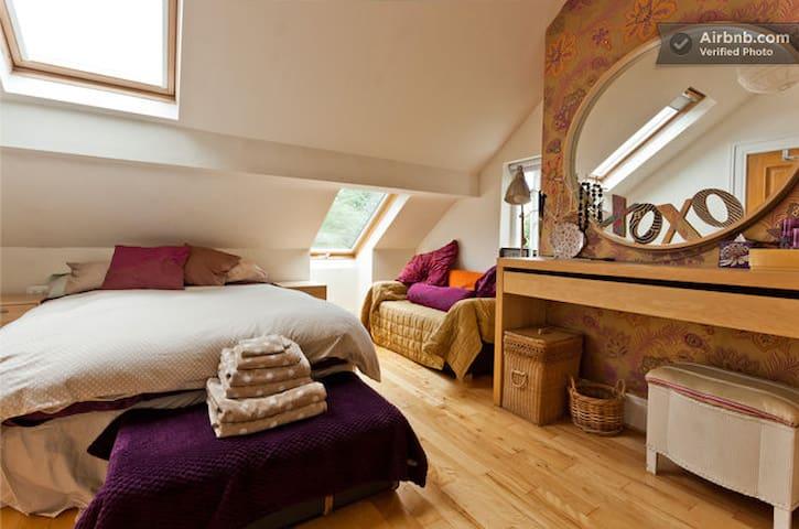Comfortable Double in warm home - Belfast - Casa