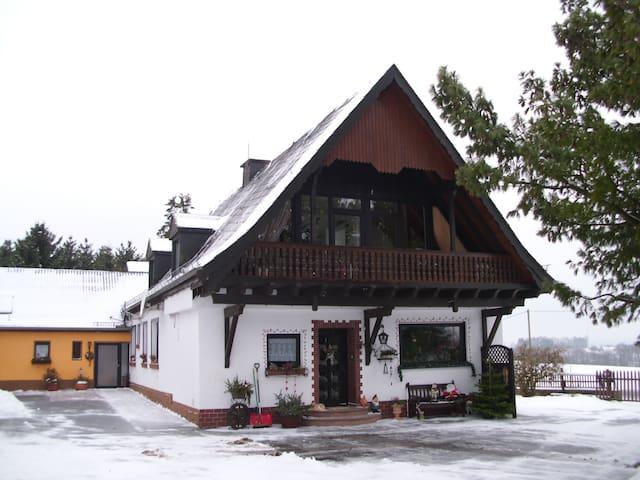 """Ferien auf dem """"Herzfenner Hof""""   - Auw bei Prüm - House"""