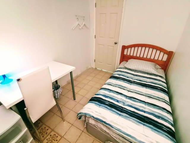 Clean Cozy basic setup single bed, no window #1