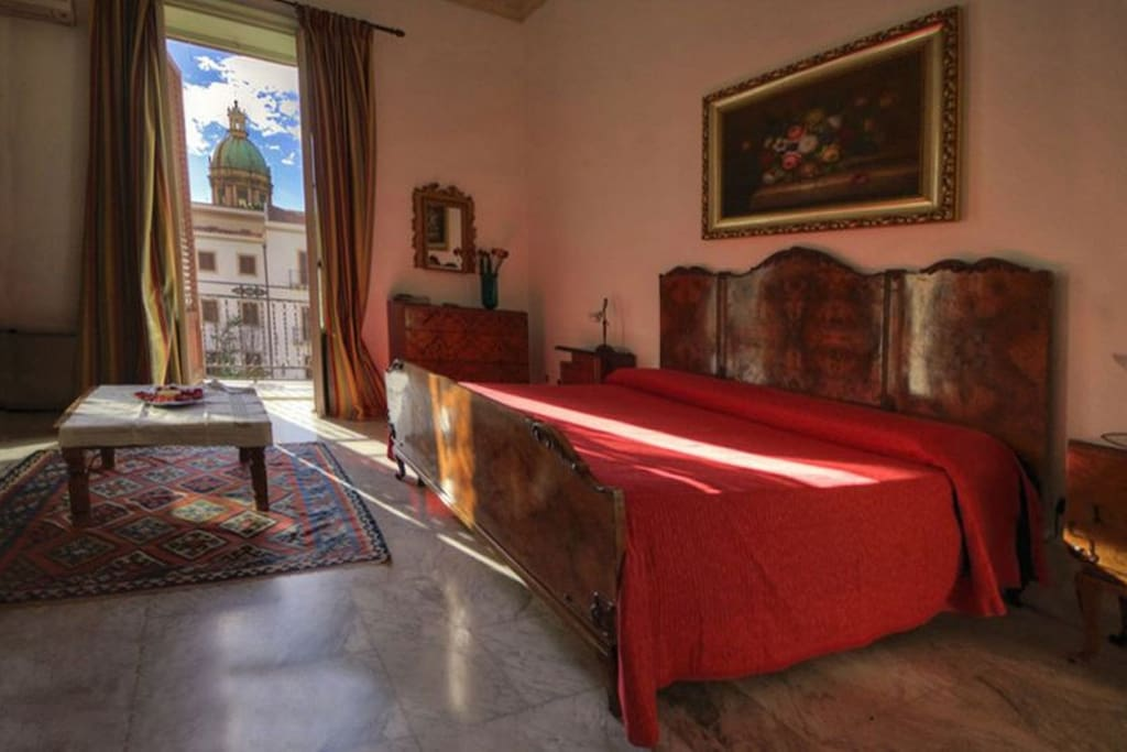 b b in the heart of palermo chambres d 39 h tes louer palerme sicilia italie. Black Bedroom Furniture Sets. Home Design Ideas