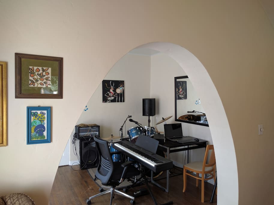 Drums, digital piano, amplifier/PA, Work desk