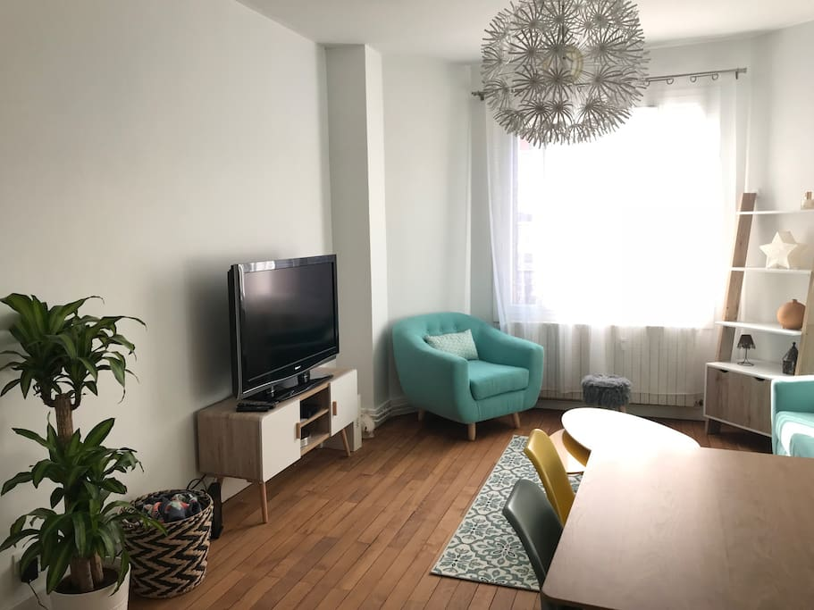 appartement cosy centre ville chamb ry appartements louer chamb ry auvergne rh ne alpes. Black Bedroom Furniture Sets. Home Design Ideas