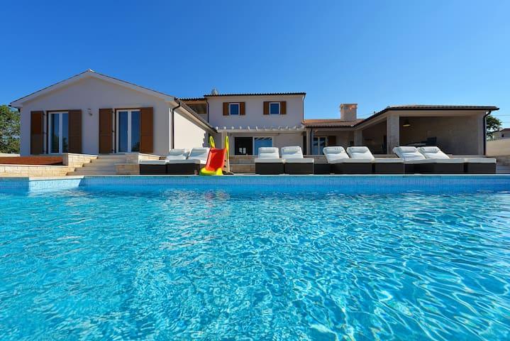 Villa Eufemija****-Traumhaus mit Pool in Kroatien - Kavran - Villa