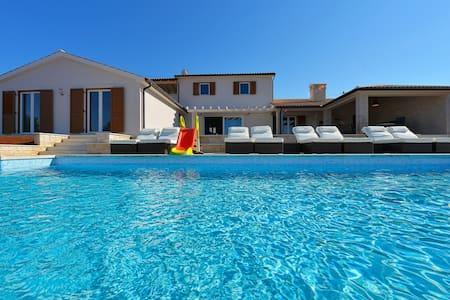 Villa Eufemija****-Traumhaus mit Pool in Kroatien - Kavran