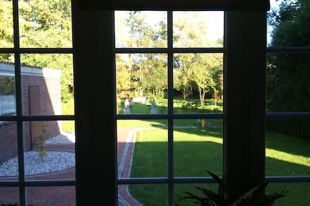 Ferienhaus mit großem Garten - Bockhorn - Huis