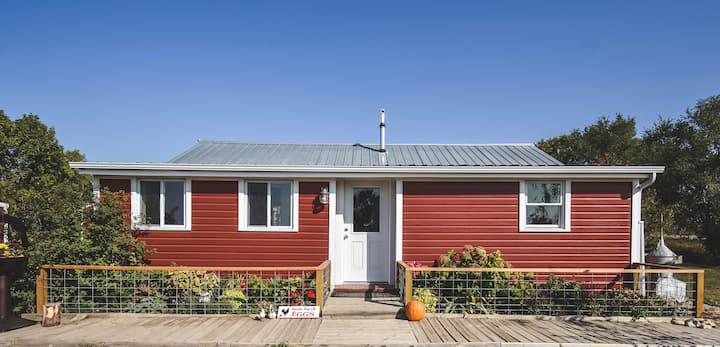 Apple Creek Cottage on 40 acre hobby farm