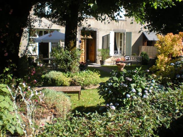 La Maison d'Eliane - Chambre Verte - Ally - Leilighet