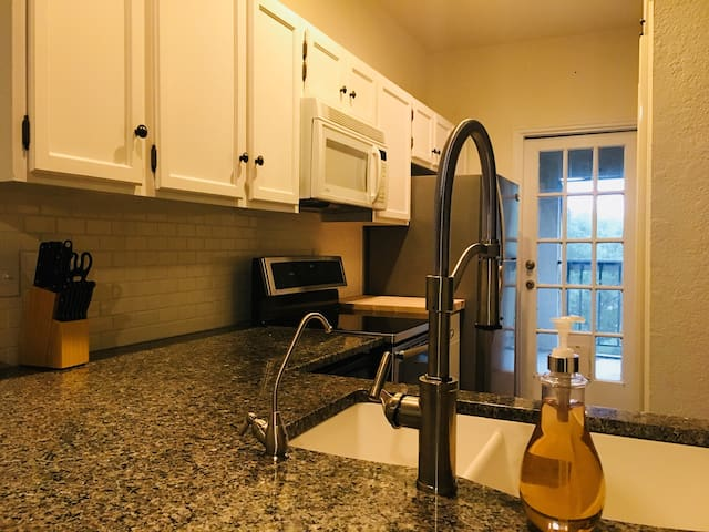Private Bed&Bath in Dallas mins away from Uptown