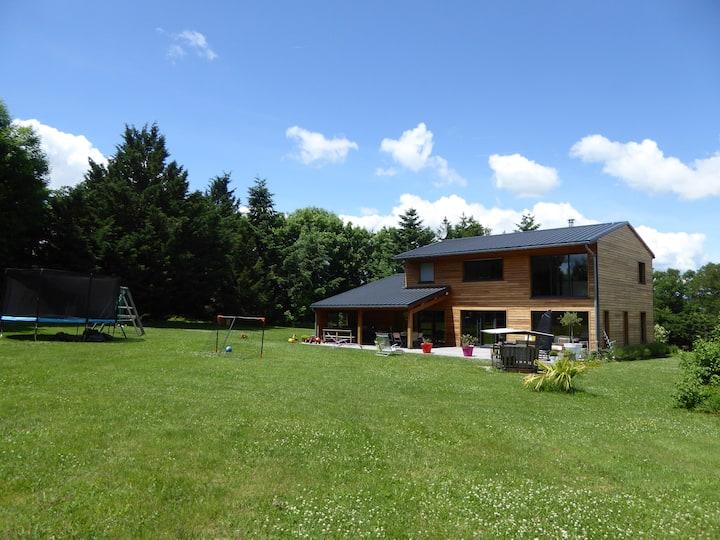 Grande maison familiale au vert très proche Rodez