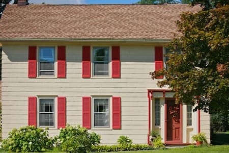 Hudson/Kinderhook/Mile Hill B and B - Valatie - Bed & Breakfast