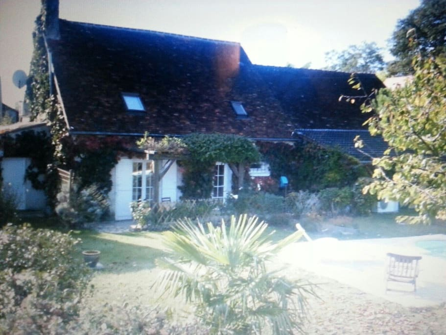 Maison de campagne houses for rent in for Piscine issoudun