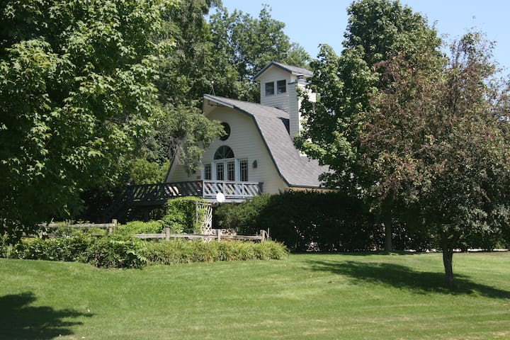 Beautiful 1800s Barn (3 b/r) - La Porte - House