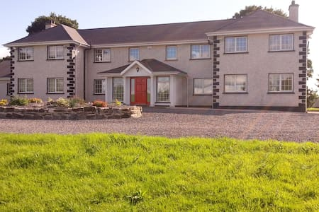 Country Home 50min Dublin Airport ideal for groups - Mullingar - House - 2