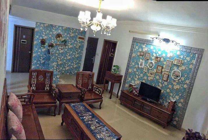 旅途民宿,肇庆市中心地段温馨二房二厅一厨一卫