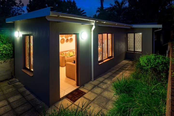 Totally Private Garden Cottage in Glenwood, Durban - Durban - Muu