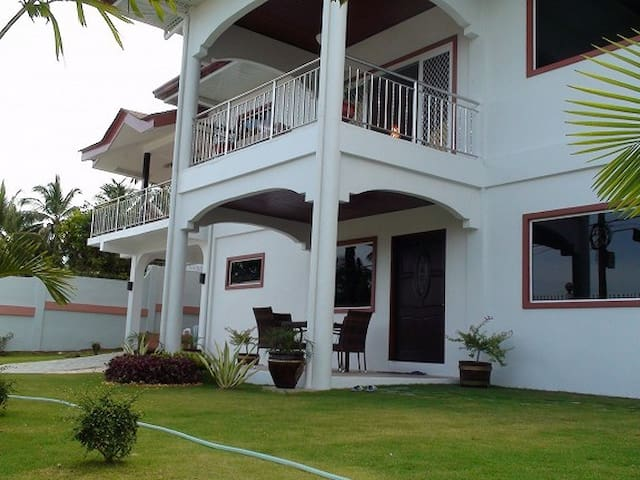 top 20 malabuyoc villa and bungalow rentals airbnb malabuyoc
