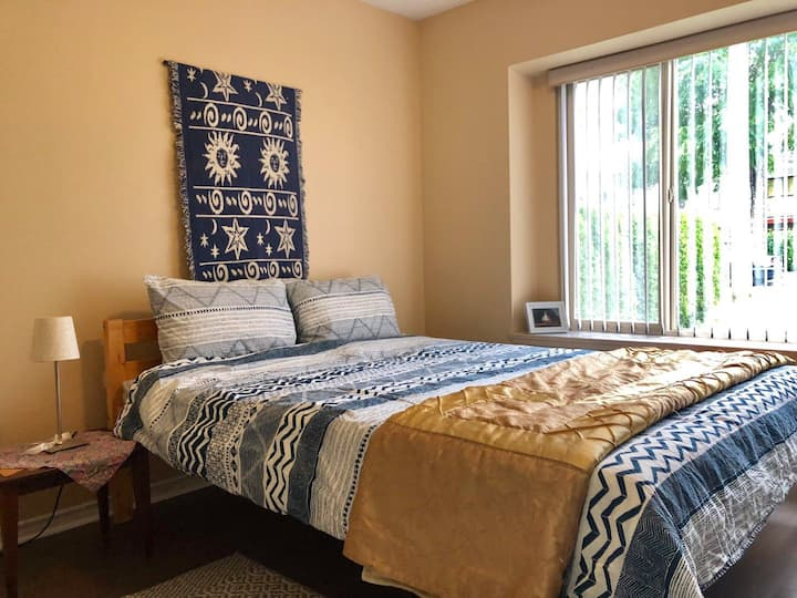Queen bed suite, fully equiped,private, convenient