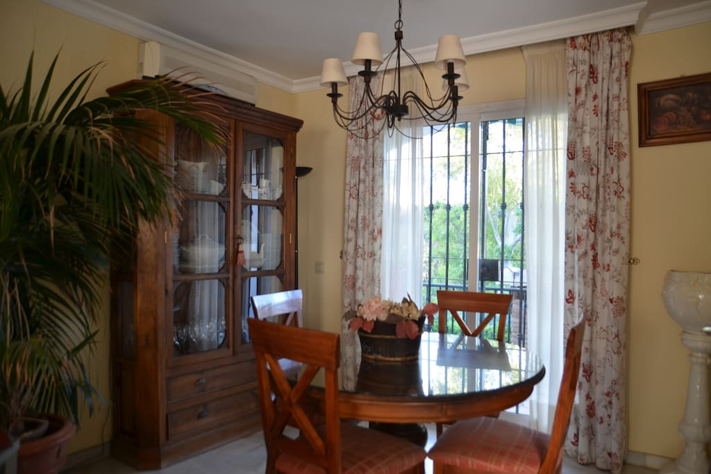 Dining area in the living room with direct access to the garden