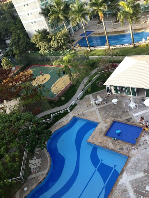 Área de lazer do condomínio   The condo is part of the 24-hour gated Paradiso Residence community