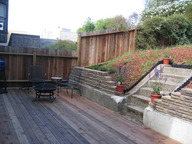 Private Entrance, Deck, Yard, Sleeps 4, Big Window