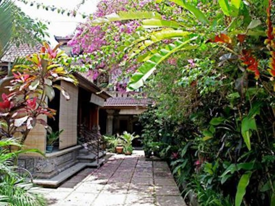 QUAINT BALINESE STYLE MAGICAL SWAY