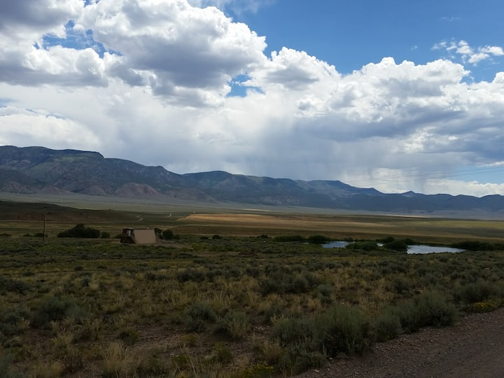 Cabin with private pond on Paiute ATV trail