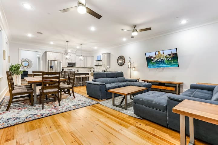 Hosteeva | Luxury Condo with a Pool & High-end amenities | Near French Quarter