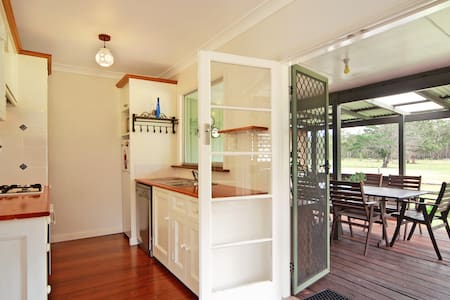 Woollamia Farm Cottage -20acres 2.5ks to Huskisson