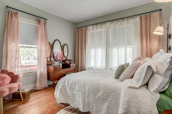 Green & pink Bedroom