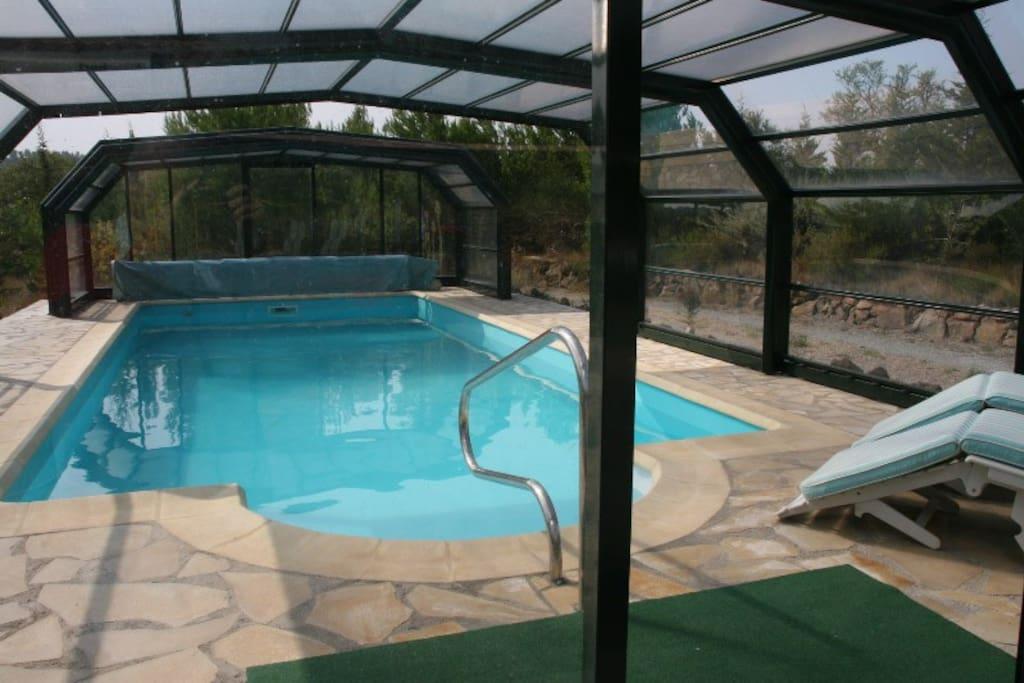 zwembad 120 - 180 cm diep, met schuivende panelen, heerlijk in voor en najaar en kleine kinderen