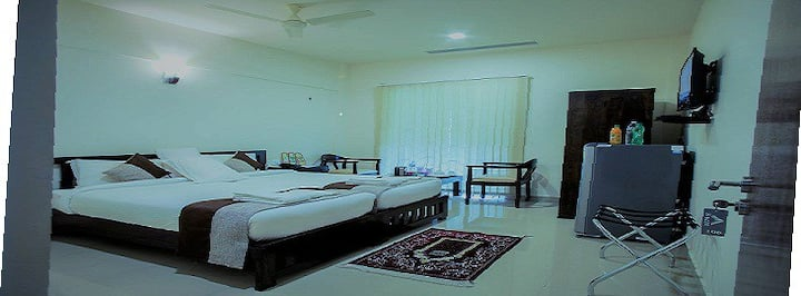Luxurious Rooms adjacent to Lakeshore hospital