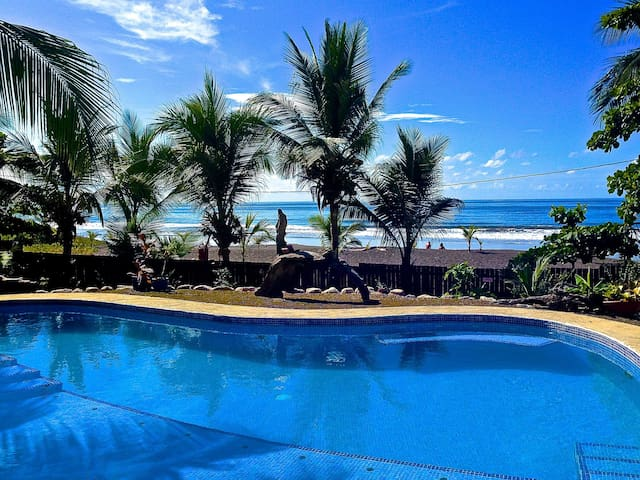 Playa Hermosa Oceanfront Rustic Home + Pool (Jaco)