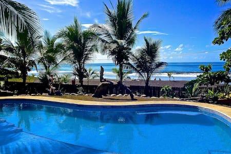 Playa Hermosa Oceanfront Rustic Home + Pool (Jaco)
