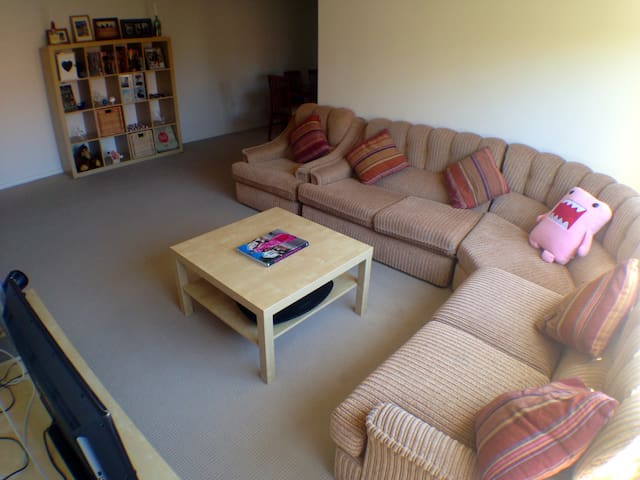 Huge sunny 2-bedroom apartment – 5mins to City - Willoughby
