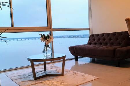 Luxury Suites RiverFront II (Free parking)